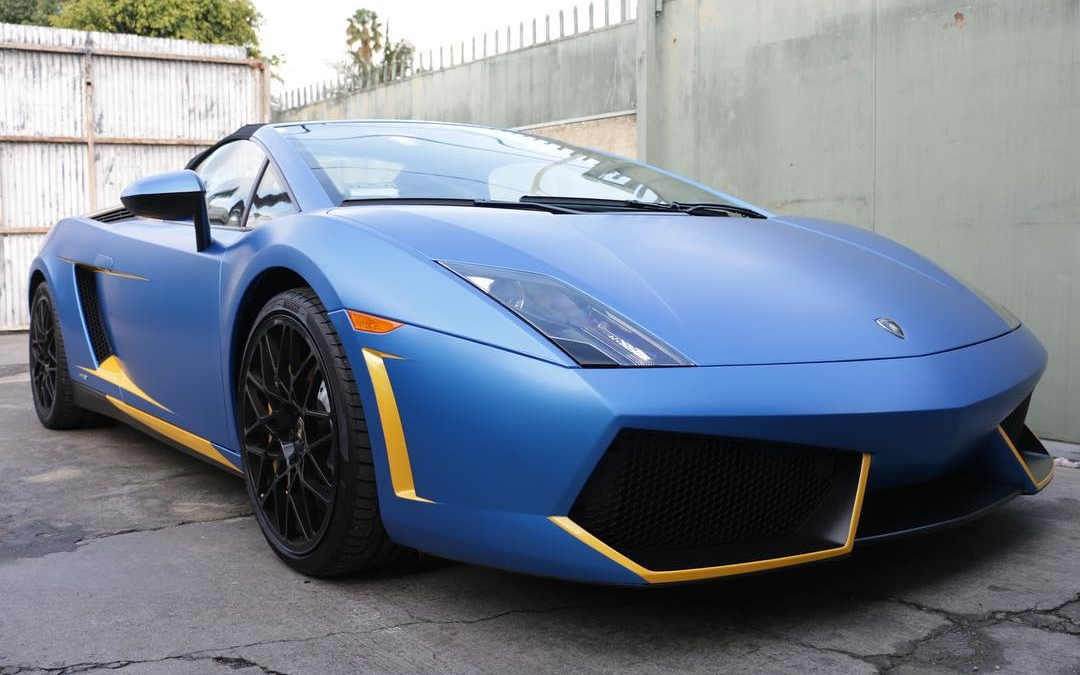 #nofilter on the @lamborghini 3m Satin Blue  #losangeles #carwraps #3m #racing #exoticcars #carporn #carswithoutlimits